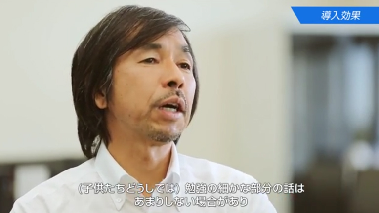 A screenshot of a man speaking on video with Japanese subtitles.
